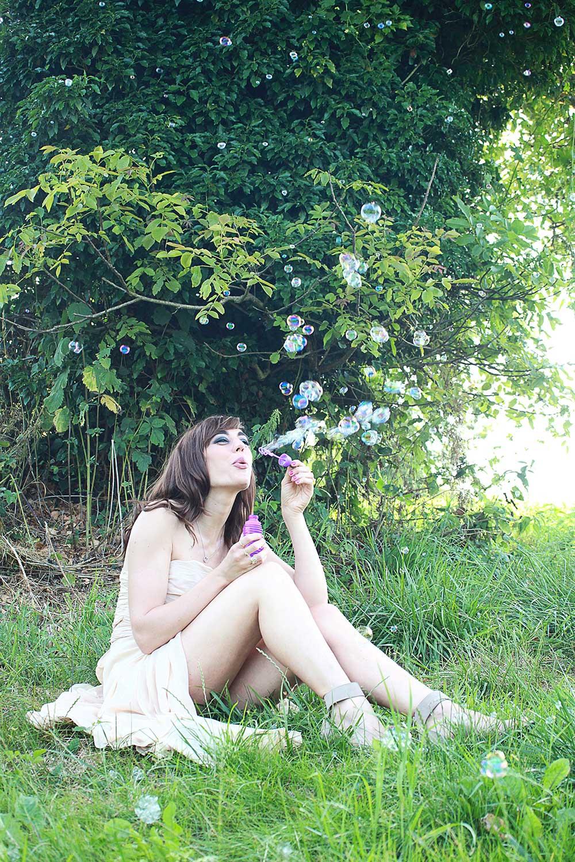 """Photo de Nalya utilisée pour l'album """"Miss Miles"""""""