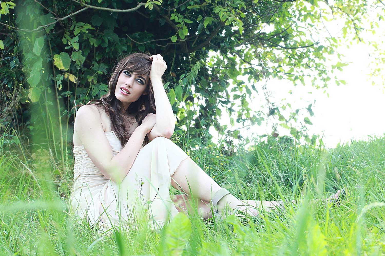 """Photo de Nalya utilisée pour la pochette arrière de l'album """"Miss Miles"""""""