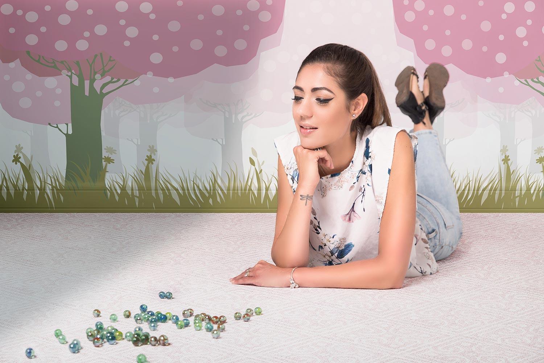 """Photo de Nalya utilisée pour la chanson """"Au temps des billes"""" de l'album """"La folie des candeurs"""""""
