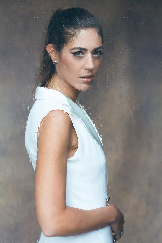 """Photo de Nalya utilisée pour la chanson """"L'endormie"""" de l'album """"La folie des candeurs"""""""