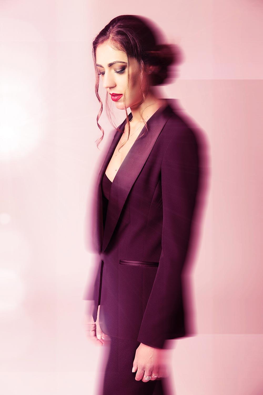 """Photo de Nalya utilisée pour la chanson """"La folie des candeurs"""" de l'album """"La folie des candeurs"""""""